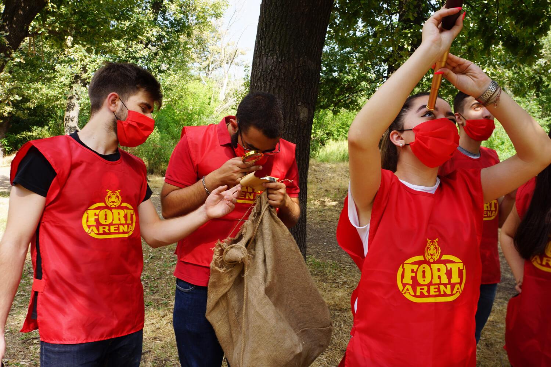 Վաղուց ուսանողական ընկերներով չե՞ք հավաքվել ու զվարճացել։ Իսկ գիտե՞ք, որ Ֆորտ Արենայում Ձեզ են սպասում ամենահետաքրքիր, ամենաարկածային քվեստային հաթակները։<br><br> Մեր քվեստային հարթակներն են՝ Ֆորտ Բոյար և Գանձերի կղզի։<br><br> Ֆորտ Բոյար խաղահարթակում Դուք կվերապրեք լեգենդար հեռուստաշոուն և կունենաք անմոռանալի արկածներ։<br><br>  Գանձերի կղզի անտառային քվեստային հարթակում կորոնեք գանձեր ողջ Բուսաբանական այգու տարածքում։<br><br>  Որ քվեստն էլ ընտրեք, խոստանում ենք իրական էմոցիաներ, արկածային օր շա՜տ ոսկիներ, համեղ սնունդ, թույն ժամանց։<br><br>  Գալը ձեզնից, հետաքրքիր և օրիգինալ ժամանցի կազմակերպումը մեզնից։<br>  Դեռ մտածու՞մ ես ամրագրել թե ոչ, շտապի՜ր, տեղերը սահմանափակ են։
